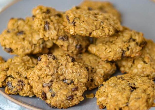 a plate full of oatmeal raisin cookies